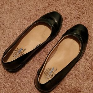 LifeStride Black flats 7.5W
